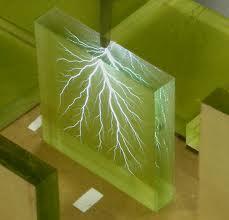 Katı-yalıtkan-maddelerde-sınır-yüzeylerinde-görülen-deşarj